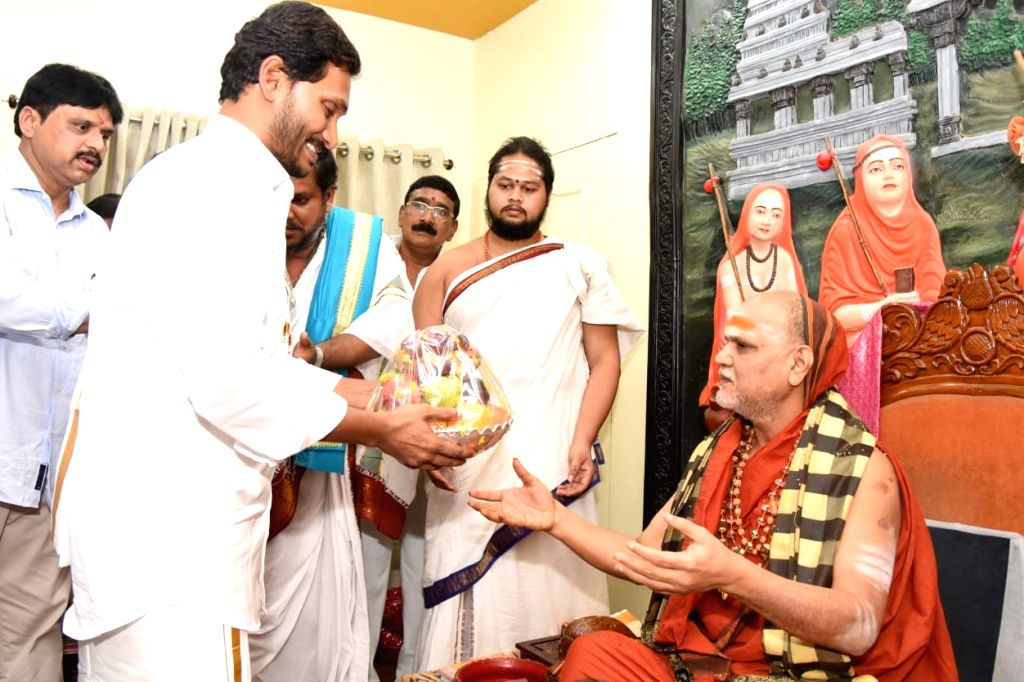 Andhra Pradesh Chief Minister Y.S. Jagan Mohan Reddy meets Hindu seer Swamy Swaroopanandendra Saraswati after taking over as the Chief Minister last week, at Sharada Peetham in ... - Y.