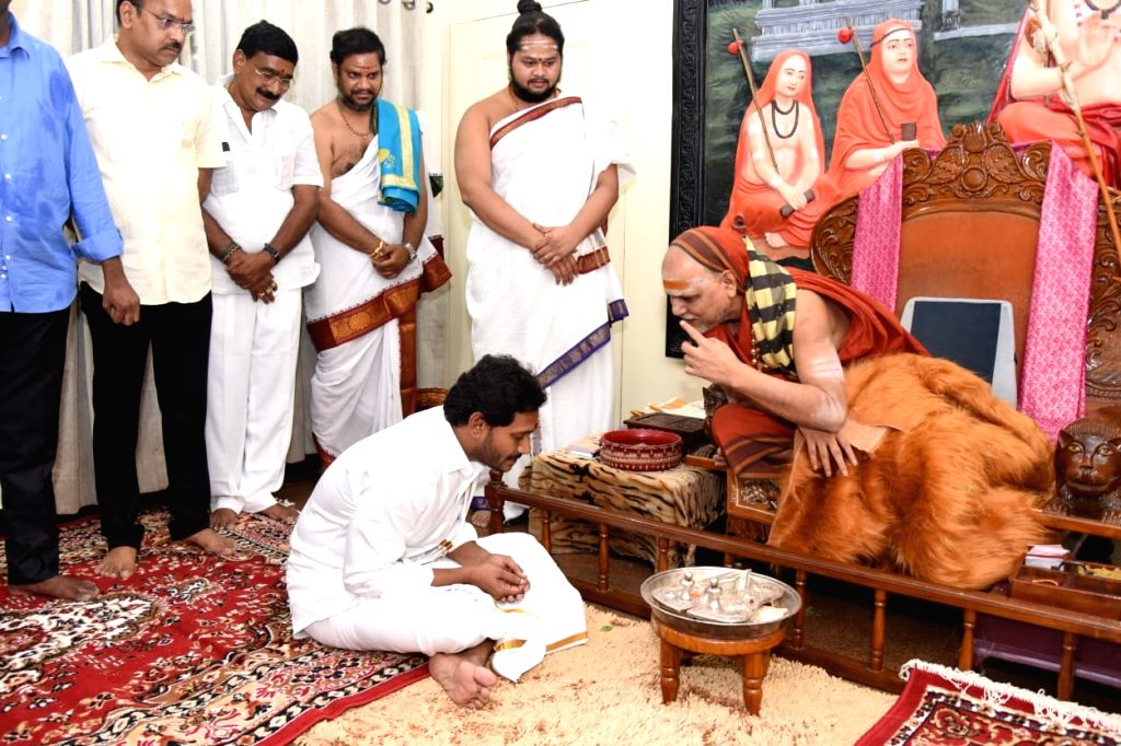 Andhra Pradesh Chief Minister Y.S. Jagan Mohan Reddy takes the blessings of Hindu seer Swamy Swaroopanandendra Saraswati after taking over as the Chief Minister last week, at Sharada ... - Y.