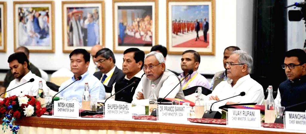 Andhra Pradesh Chief Minister Y. S. Jaganmohan Reddy, Arunachal Pradesh Chief Minister Pema Khandu, Assam Chief Minister Sarbananda Sonowal, Bihar Chief Minister Nitish Kumar and ... - Y. S. Jaganmohan Reddy, Narendra Modi and Nitish Kumar