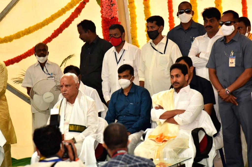 Andhra Pradesh Chief Minister YS Jaganmohan Reddy and his Karnataka counterpart BS Yediyurappa visited Lord Balaji temple in Tirumala at Tirupati in Chittoor district of the state for ... - Jaganmohan Reddy