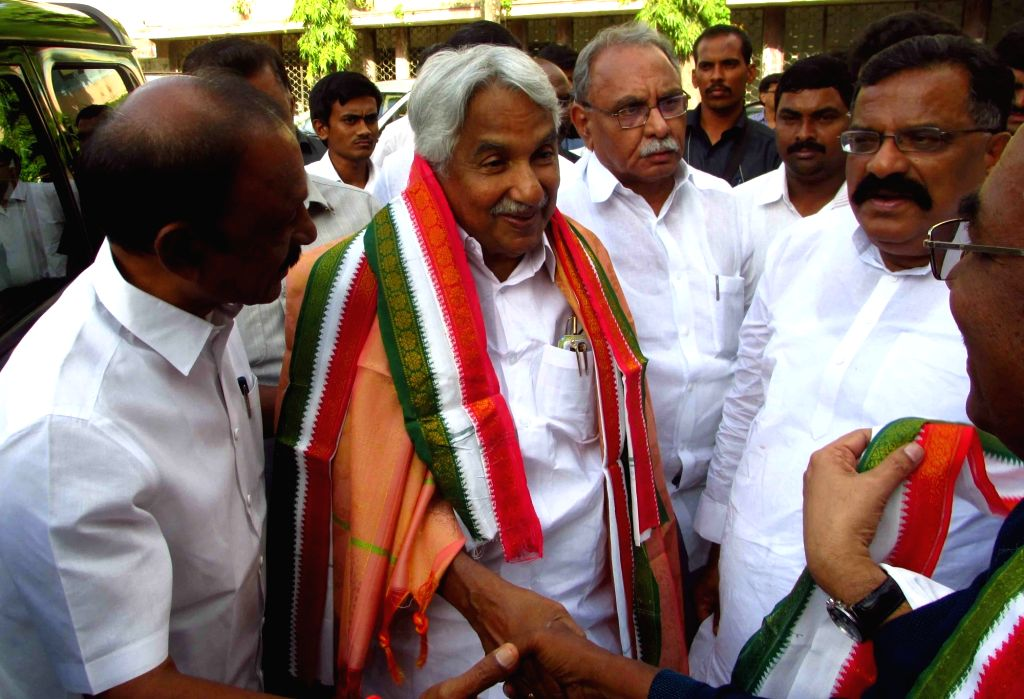 Andhra Pradesh Congress Committee president N. Raghuveera Reddy receives Congress leaders Oommen Chandy, M. M. Pallam Raju and Surya Prakash Reddy at Indira Bhavan, in Hyderabad on July 1, ... - N. Raghuveera Reddy and Prakash Reddy