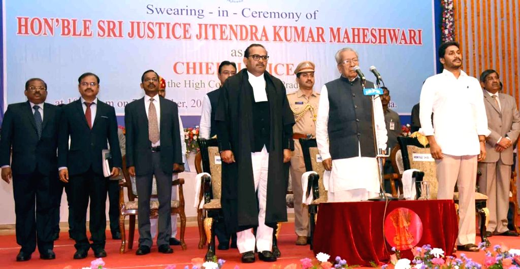 Andhra Pradesh Governor Biswa Bhusan Harichandan (C) and Chief Minister Y.S. Jagan Mohan Reddy (R) during the swearing in ceremony of Justice Jitendra Kumar Maheswari (L) as the Chief ... - Y. and Jitendra Kumar Maheswari