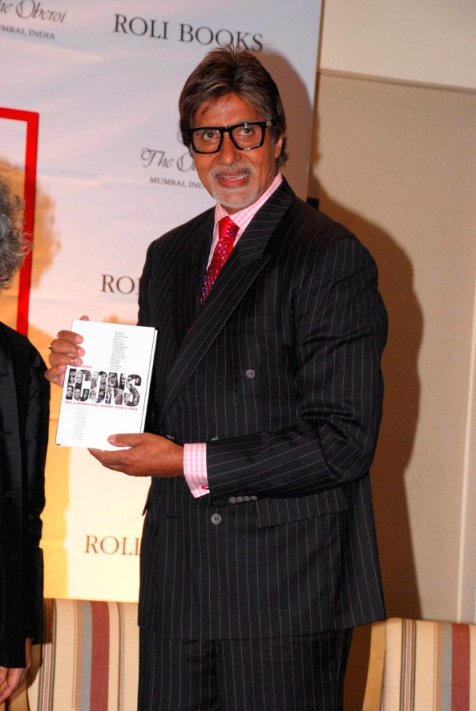 Anil Dharker's book ICONS laucned by Amitabh Bachchan.