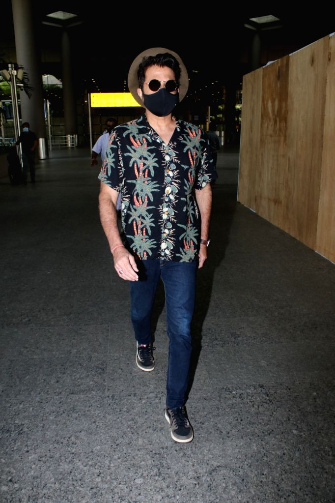 Anil Kapoor spotted at airport arrival On Saturday 27 March, 2021. - Kapoor
