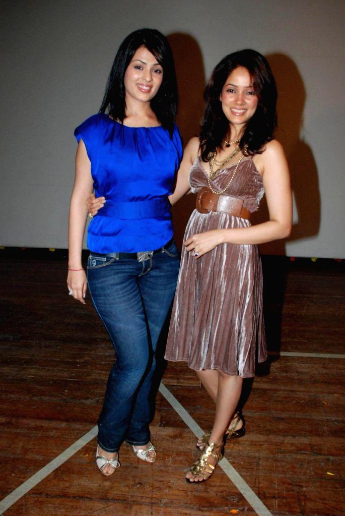 Anjana Sukhani and Vidya Malvade at Rang Birangi show, Organised by Parents of Downs Syndrome Association at St Andrews in Mumbai.