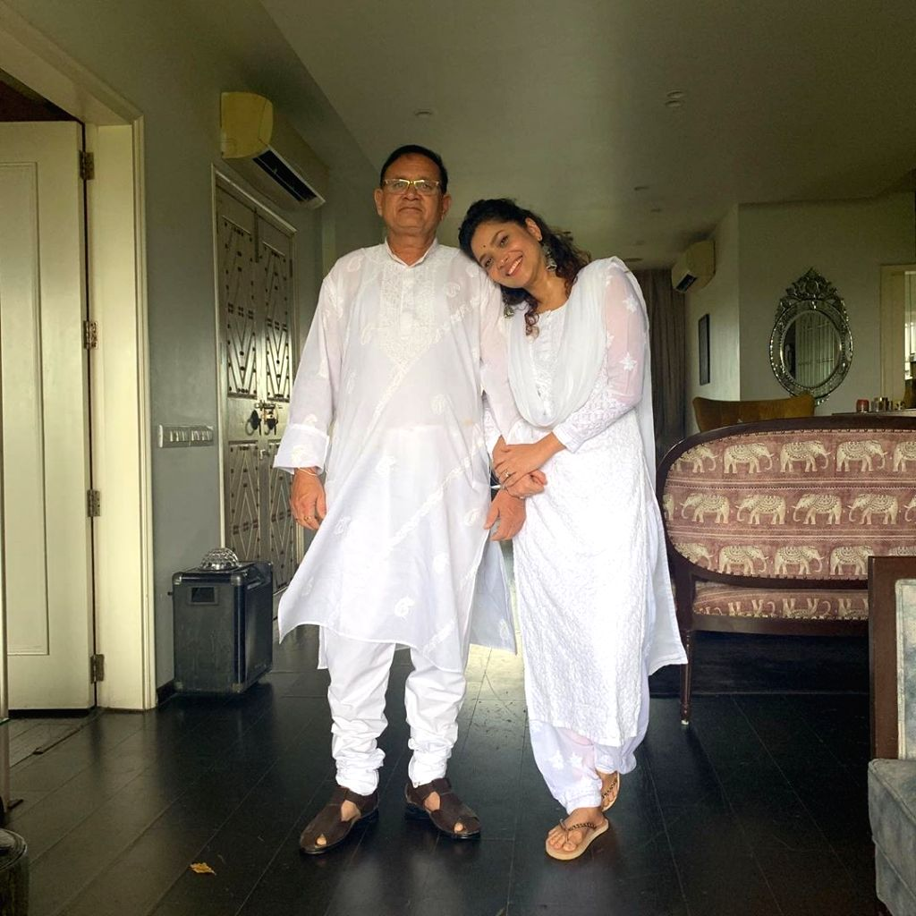Ankita Lokhande rejoices as her father returns home from hospital