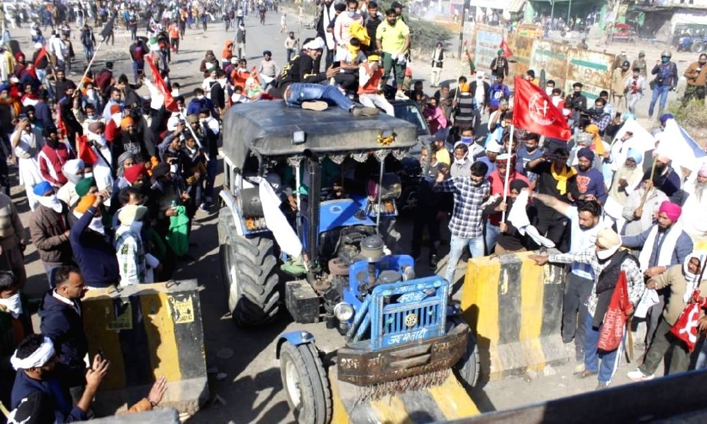 Another batch of farmers march to Delhi defying tear gas.