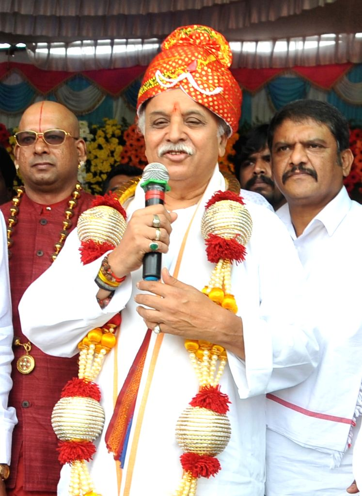 Antarrashtriya Hindu Parishad President Praveen Togadia addresses during the 2nd anniversary celebrations of 'Maha Ganpati Utsav' organised by Rashtriya Bajrang Dal, in Bengaluru on Sep ...