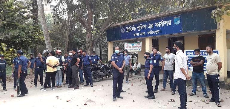 Anti-Modi Extremistsfired Passenger bus -26 Cops injured-Police vahicles and Public bus vandalized -25 arrested from Sylhet and Dhaka - Hefazat threatens harsh consequences if Sunday strike obstructed - Anti-Modi Extremistsfir