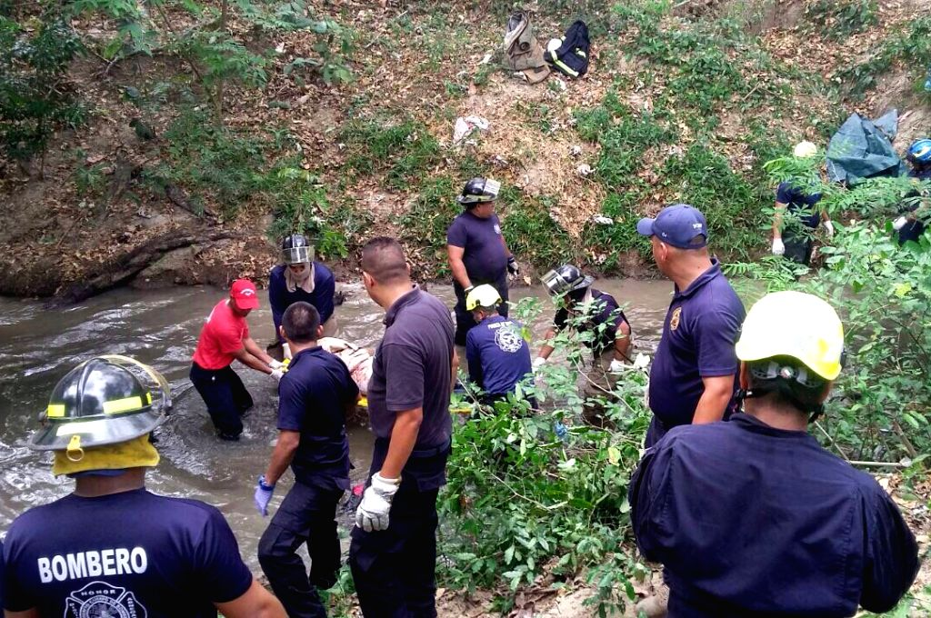 """ANTON, March 6, 2017 - Image provided by the newspaper """"La Estrella de Panama"""" shows members of the rescue team carrying the body of a victim of a bus accident, in Anton region, Panama, on ..."""