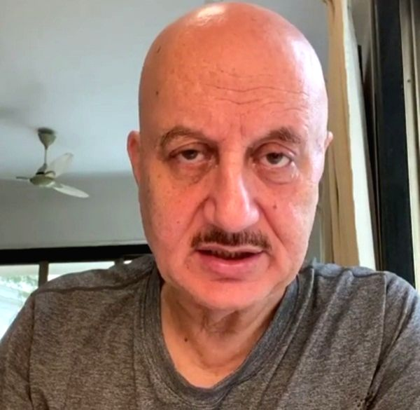 Anupam Kher's mother, brother Raju Kher test COVID-19 positive. - Anupam Kher and Raju Kher