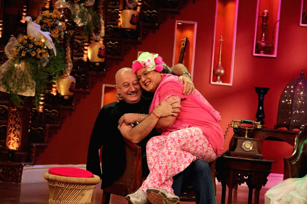 Anupam Kher with Dadi aka Ali Asgar on the sets of Comedy Nights With Kapil at Dilwale Dulhania Le Jayenge 1000 weeks completion special episode shoot on Comedy Nights With Kapil in Mumbai on Monday, - Anupam Kher