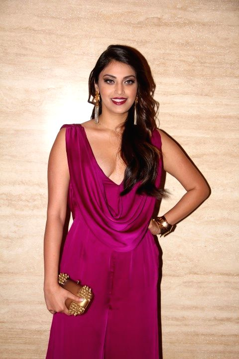 Anushka during the trailer launch of film Wedding Pullav, in Mumbai, on Aug 17, 2015.