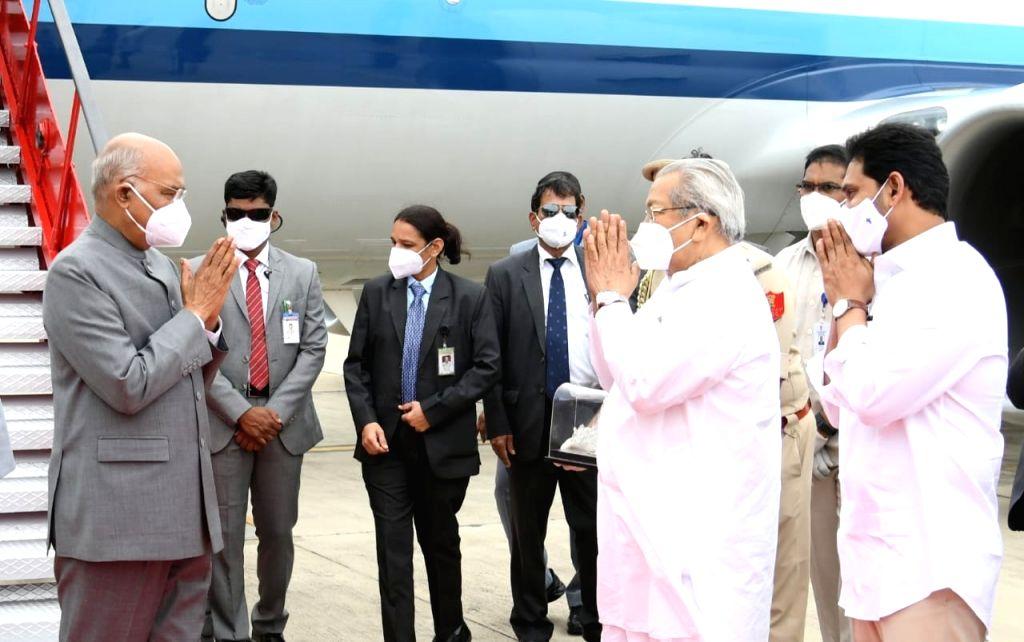 AP CM, Guv receive President Kovind at Tirupati airport