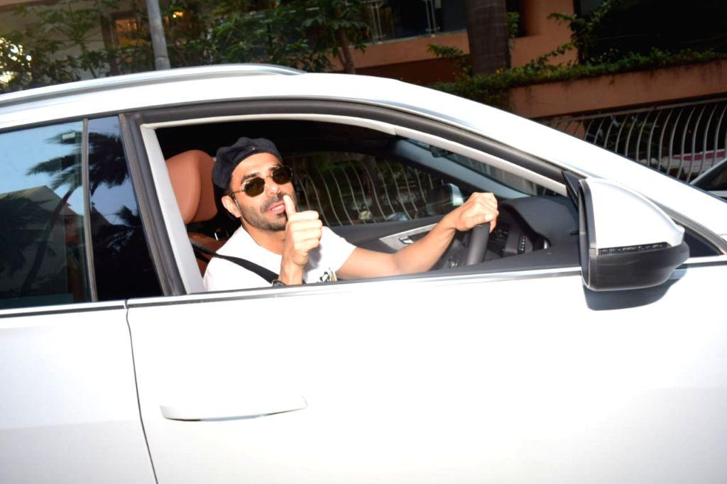 Aparshakti Khurrana Spotted at Juhu For A Movie Meeting.(Ians:photo)