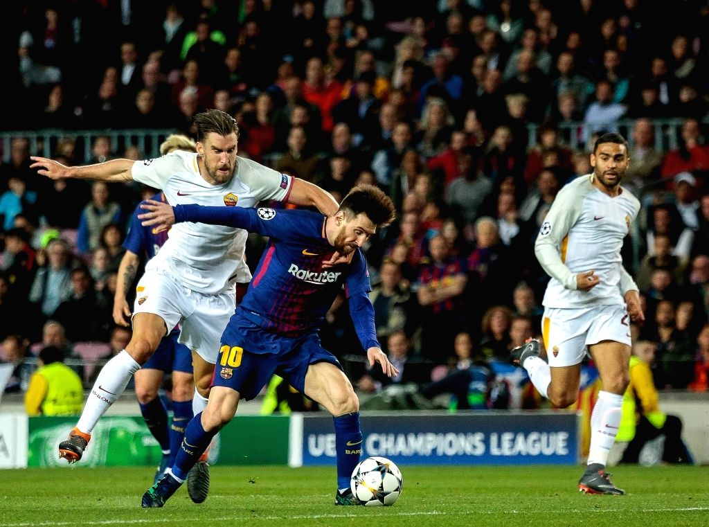 April 4, 2018 - Camp Nou, Barcelona, Spain (10) Messi (delantero) y (6) Strootman Partido de cuartos de final de la Champions League entre el FC Barcelona y AS Roma disputado en el Camp Nou.
