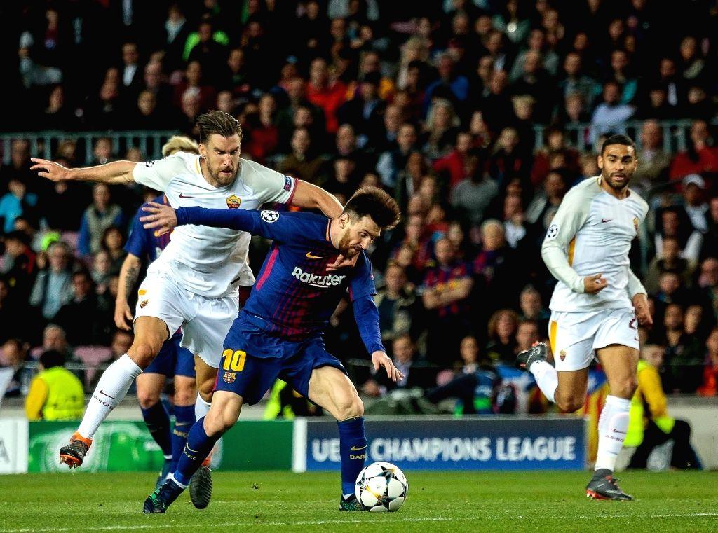 :April 4, 2018 - Camp Nou, Barcelona, Spain (10) Messi (delantero) y (6) Strootman Partido de cuartos de final de la Champions League entre el FC Barcelona y AS Roma disputado en el Camp Nou. ...