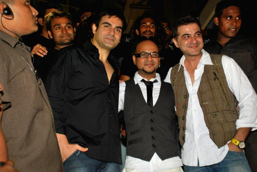 "Arbaaz Khan and Sanjay Kapoor at the launch of Hakim's Aalim ""True Fitness"" Salon in Mumbai. - Arbaaz Khan and Sanjay Kapoor"