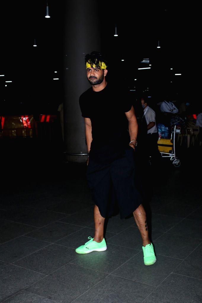 Arjun Bijlani, Shweta tiwari, Rahul Vaidya, Varun Sood and Vishal Spotted at Airport Arrival on Tuesday June 22, 2021.