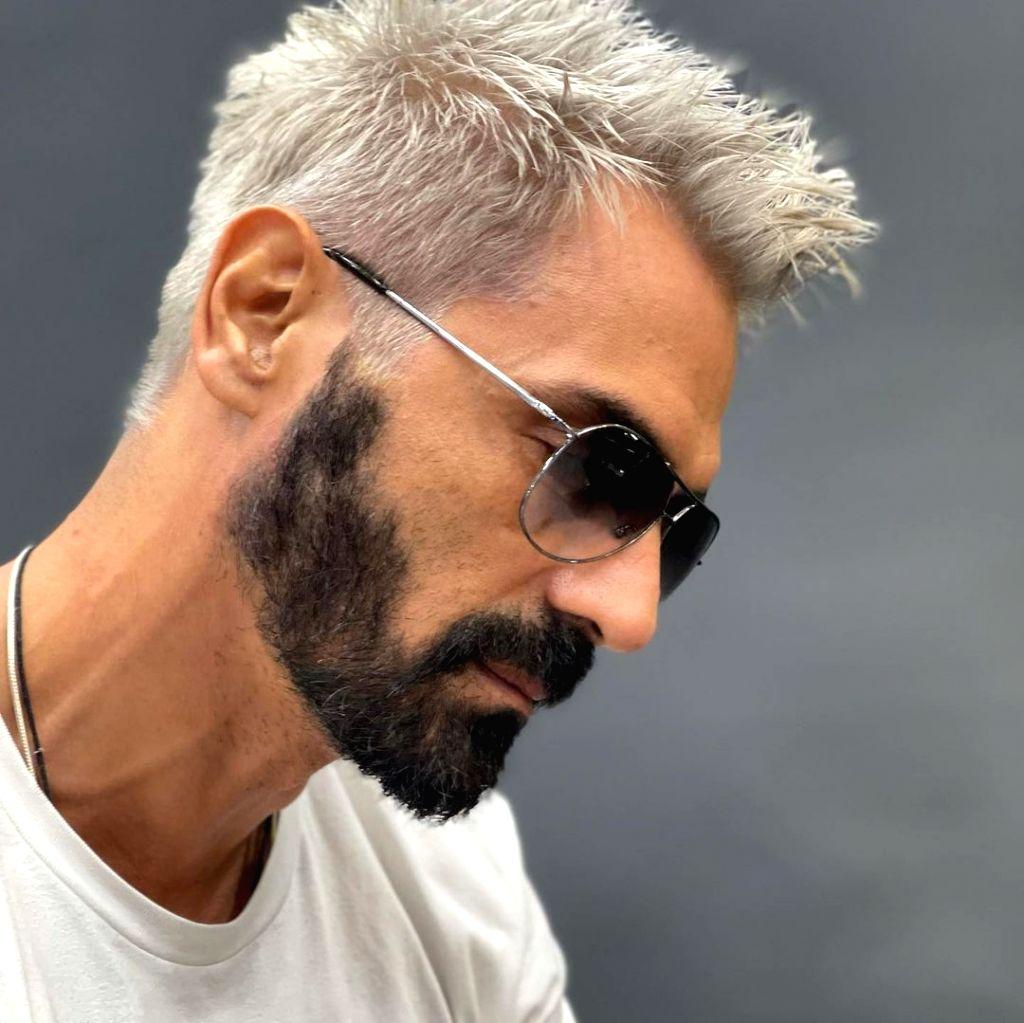 Arjun Rampal flaunts platinum blonde hair.(photo:Instagram) - Arjun Rampal