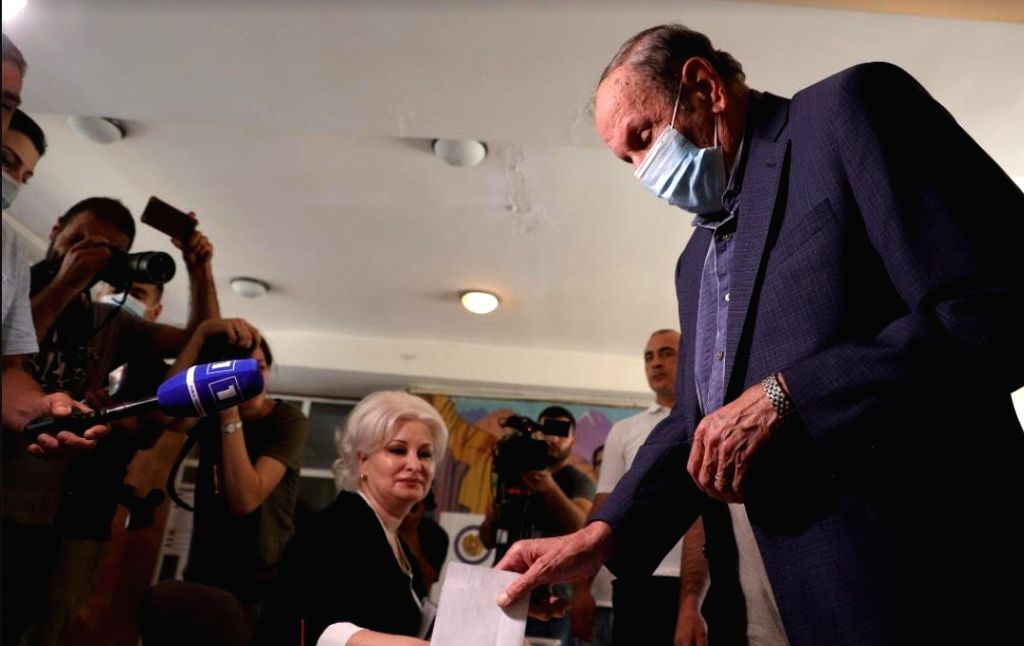 Armenian caretaker Prime Minister Nikol Pashinyan casts his ballot at a polling station in Yerevan, Armenia, June 20, 2021. - Nikol Pashinyan