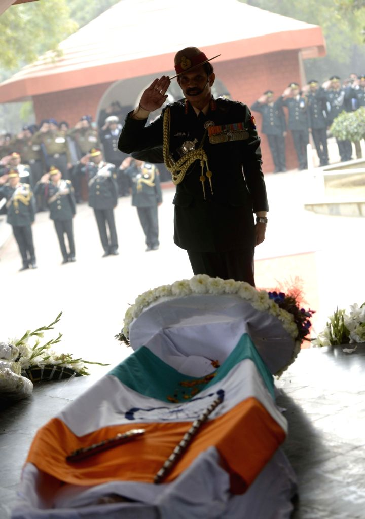 Army chief General Dalbir Singh pays tribute to Lt Gen JFR Jacob who passed away on 13th Jan 2016, in New Delhi, on Jan 14, 2016.