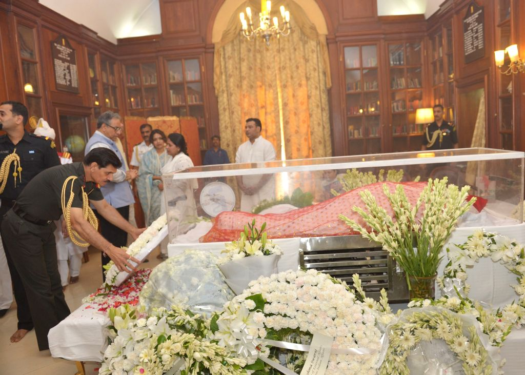 Army Chief General Dalbir Singh Suhag pays tribute to the mortal remains of President Pranab Mukherjee's wife Suvra at Rashtrapati Bhawan on Aug 18, 2015. - Pranab Mukherjee
