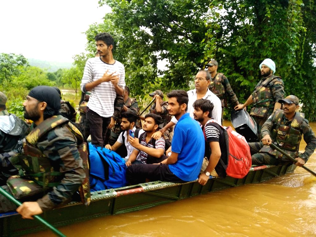 Army personnel carry out rescue operations in the flood hit areas of Maharashtra, on Aug 9, 2019.