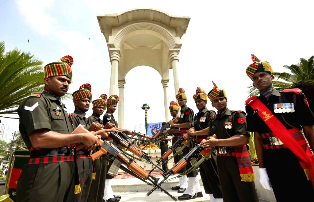 Army personnel pay tributes to martyrs on the 20th Anniversary of Kargil Vijay Diwas, in Patna on July 26, 2019.
