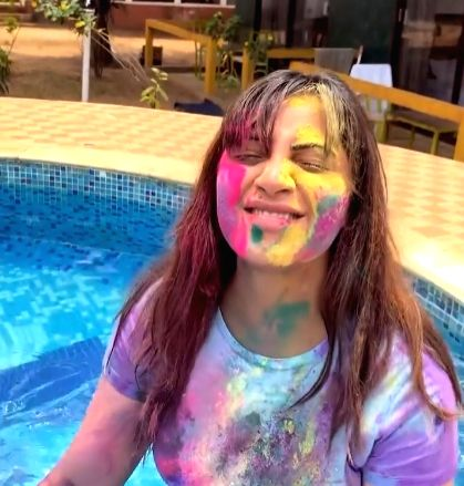 Arshi Khan enjoyed Holi with Goan hues this year (credit : ARSHI KHAN AK/instagram) - Arshi Khan