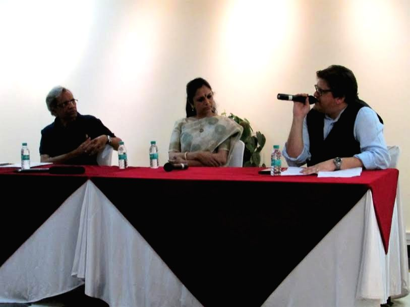 Art Dialogues: Renowned architect Vikram Lall speaking at Art Dialogues (Novelty in Performing Arts) discussion with panelists Bharatanatyam dancer and Guru Rama Vaidyanathan and Poet and film writer ...