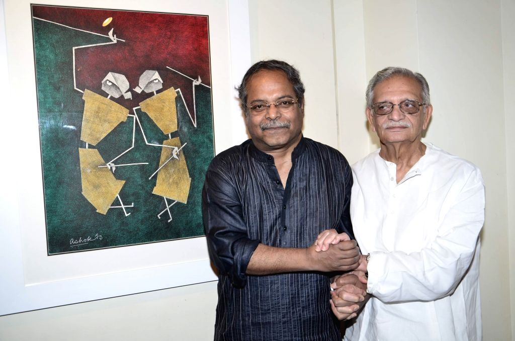 Artist Ashok Bhowmick with Lyricist Gulzar during the inauguration of painting exhibition Epic on Rock Shelters by artist Ashok Bhowmick in Mumbai on April 15, 2014. - Ashok Bhowmick