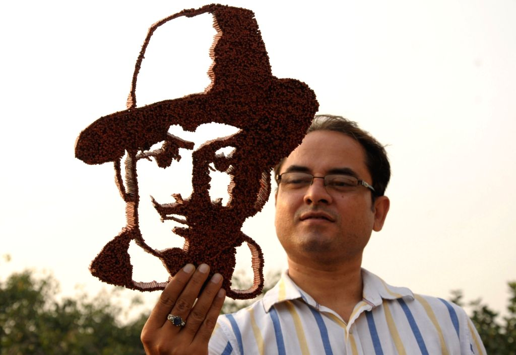 Artist Baljinder Singh shows his creation a portrait of Bhagat Singh made with 4000 toothpicks on the eve of birth anniversary of Bhagat Singh in Amritsar on Sep 27, 2019. - Baljinder Singh and Bhagat Singh