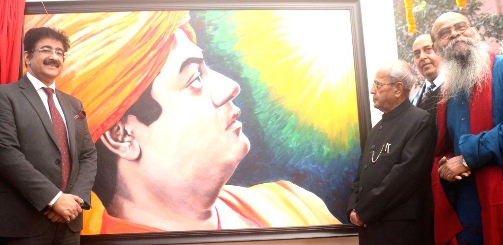 Artist Dipak Kumar Ghosh with Former President Pranab Mukherjee at the portrait of Swami Vivekananda during a portrait exhibition in New Delhi on Feb 3. 2018. - Dipak Kumar Ghosh and Pranab Mukherjee