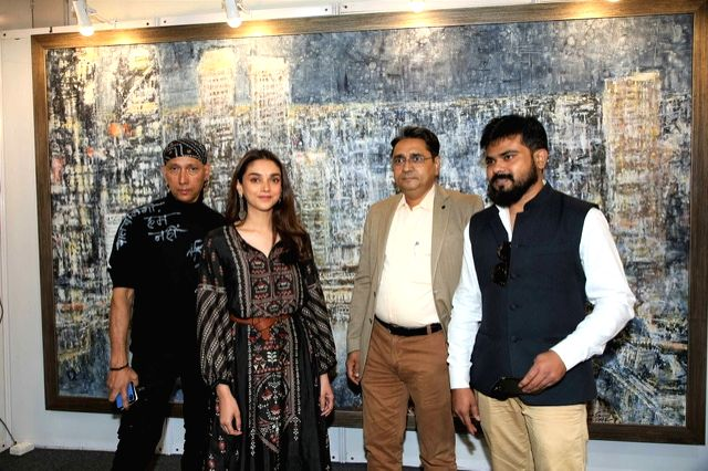 Artist Gautam Patole, actress Aditi Rao Hydari and India Art Festival Director Rajendra at the India Art Festival 2020. - Gautam Patole and Rao Hydari