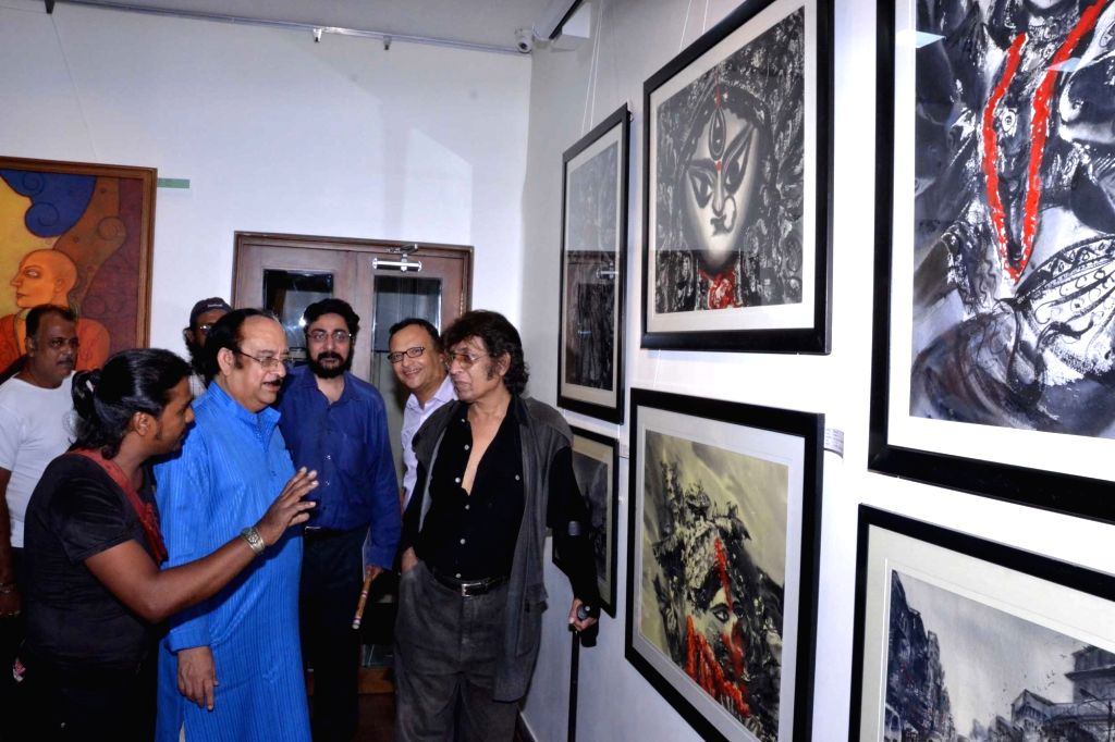 Artist Wasim Kapoor with others during inauguration an Art Exhibition in Kolkata on Sept 17, 2016. - Wasim Kapoor