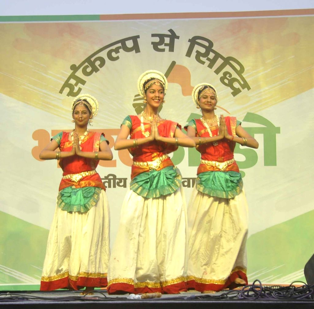 """Artistes perform during inauguration of """"Bharat Jodo Abhiyan"""" in New Delhi, on Aug 9, 2017."""