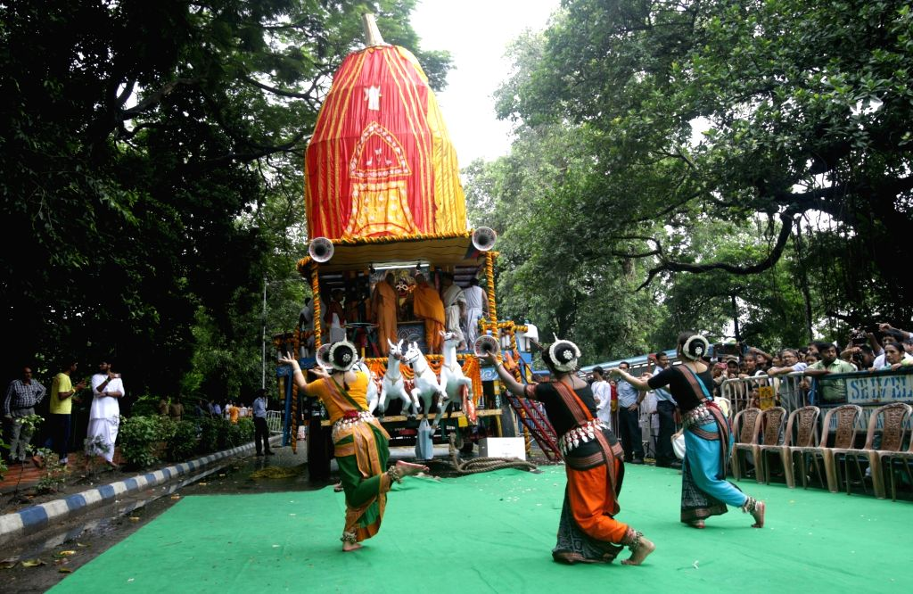 Artistes perform during 'Ulta Rath Yatra'- the return of the chariots of Lord Jagannath and his two siblingsLord Balaram and Goddess Subhadra, in Kolkata on July 22, 2018.