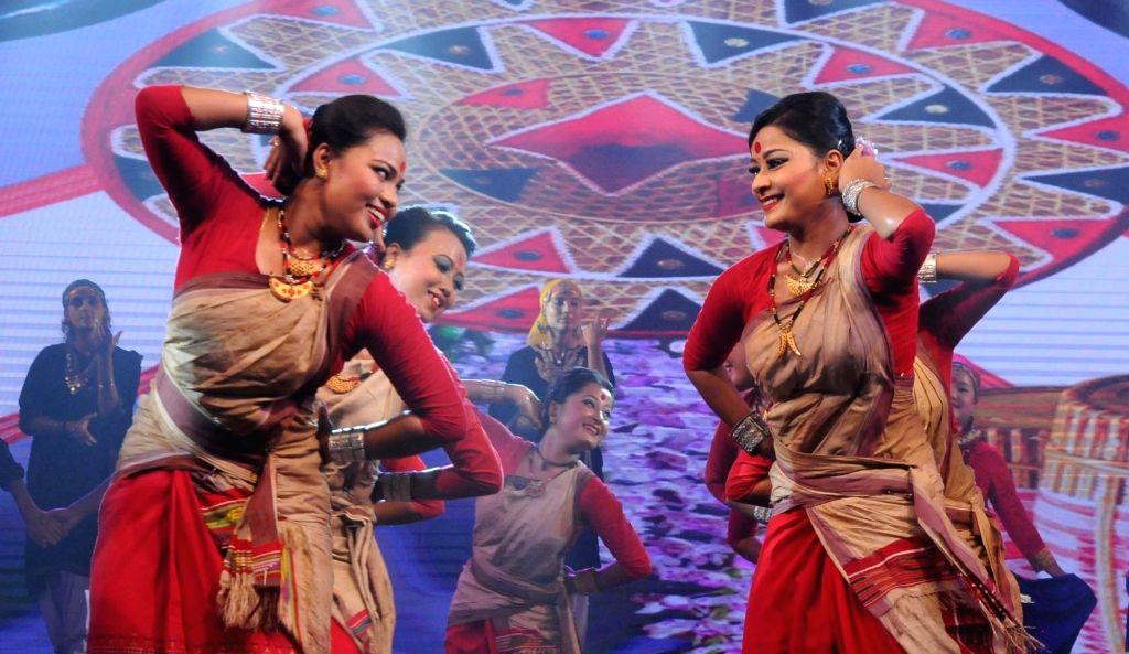 """Artists perform during """"Bharat Parv"""" at Rajpath in New Delhi on Aug 16, 2016."""