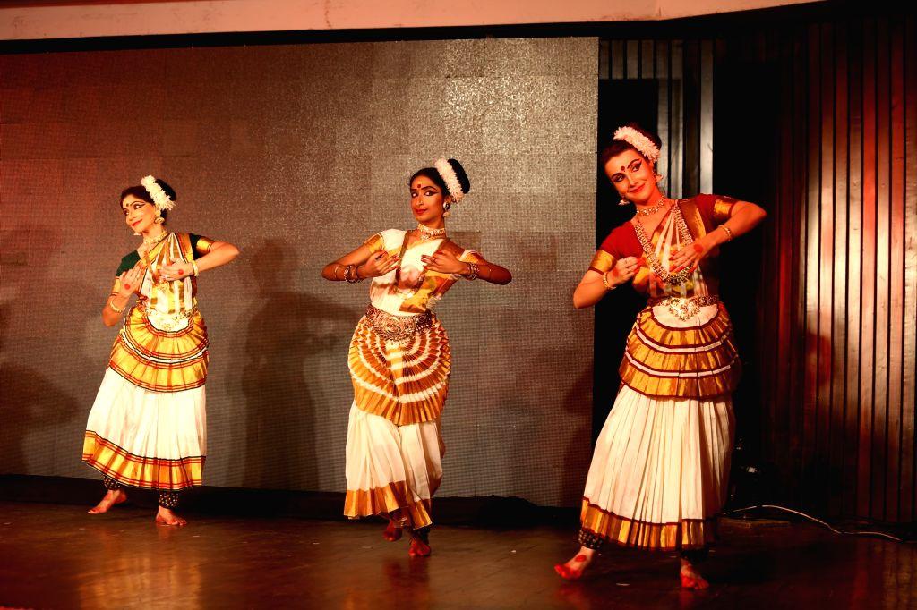 "Artists perform ""Mohiniattam"" during Kerala Smriti at India International Centre in New Delhi on Sept 9, 2018."