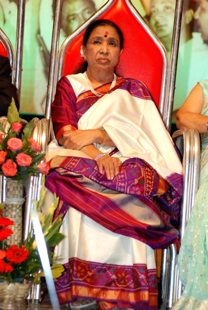 Asha Bhosle at Manhori Singh's 80th b'day at Dinanath Mangeshkar Hall. - Asha Bhosle