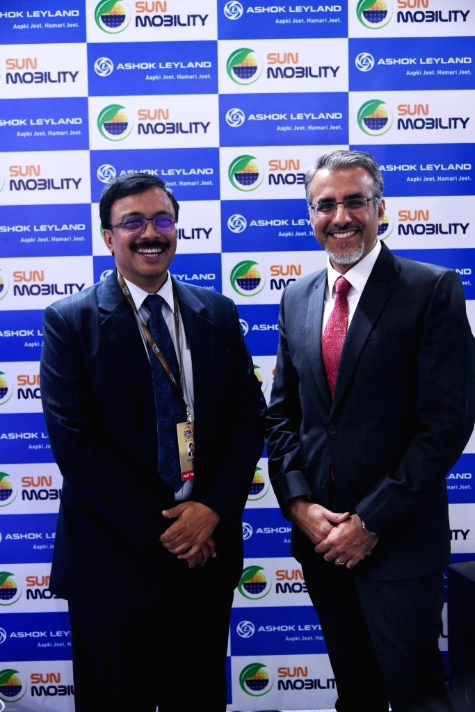 Ashok Leyland MD Vinod K. Dasari (L) and SUN Mobility Co-Founder and Vice Chairman Chetan Maini (R) at Auto Expo 2018 in New Delhi on Feb 8, 2018.
