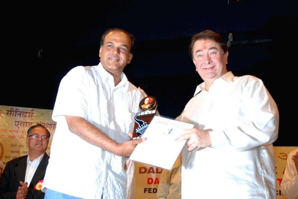 "Ashutosh Gowariker and Randhir Kapoor at ""Dadasaheb Phalke"" award. - Randhir Kapoor"