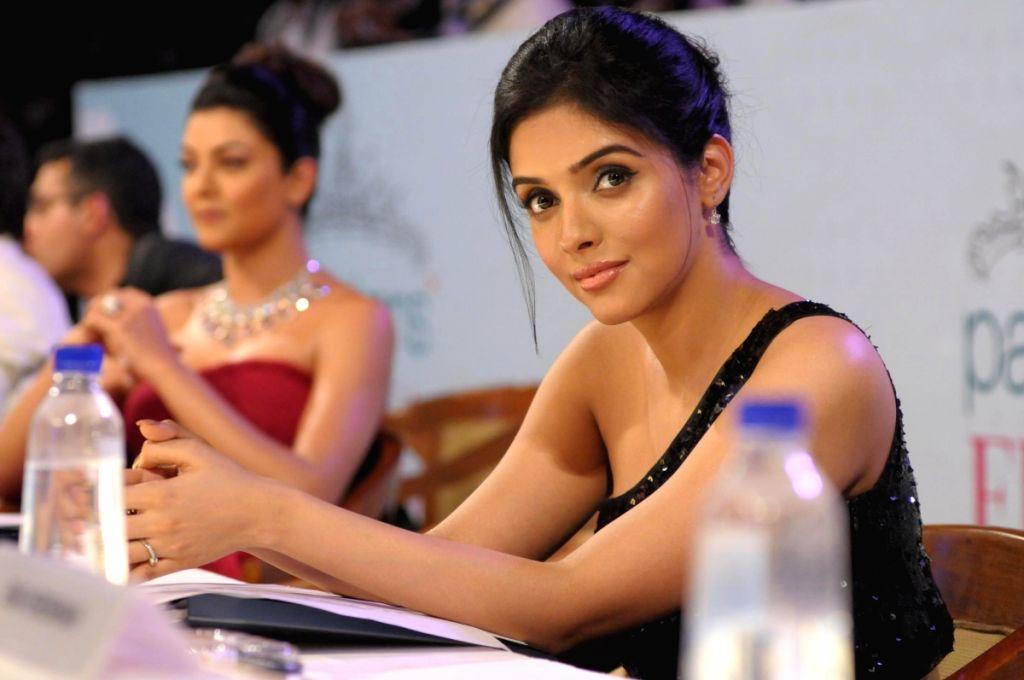 Asin at the Pantaloons Femina Miss India '09 pageant on April 5th, 2009 in Mumbai.