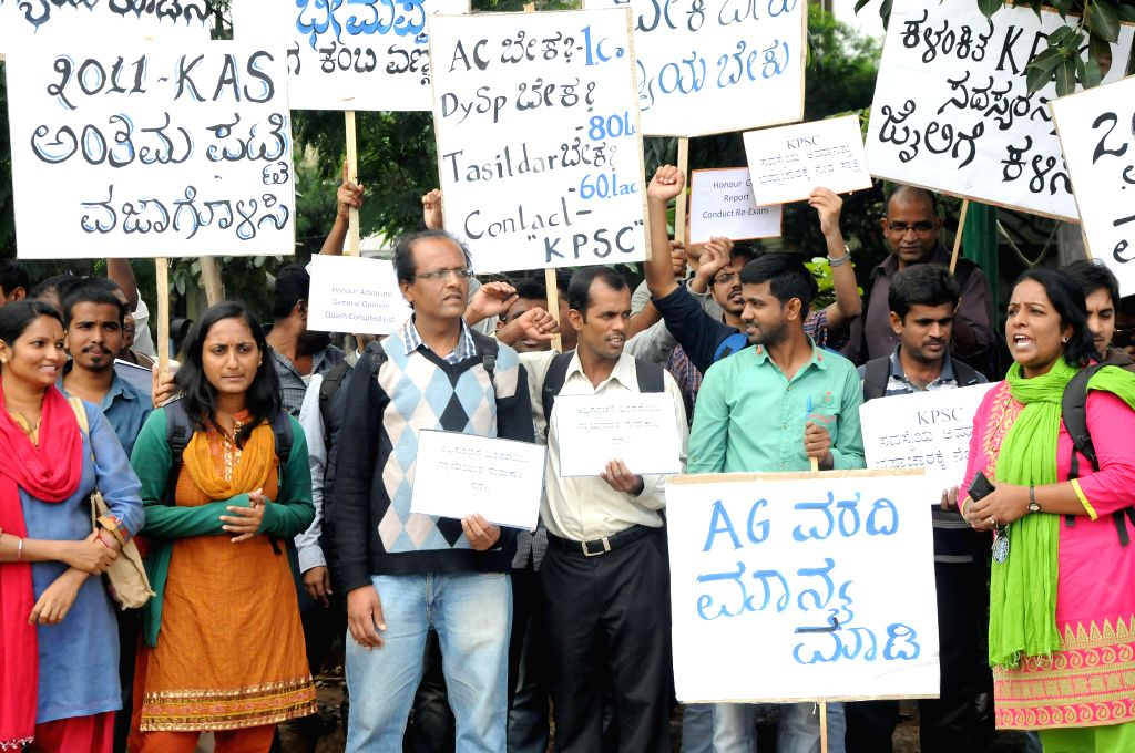 Aspirants of Karnataka Administrative Service (KAS) demonstrate against alleged discrepancy in recruitment done by KPSC at Gandhi Statue in Bangalore on July 14, 2014.
