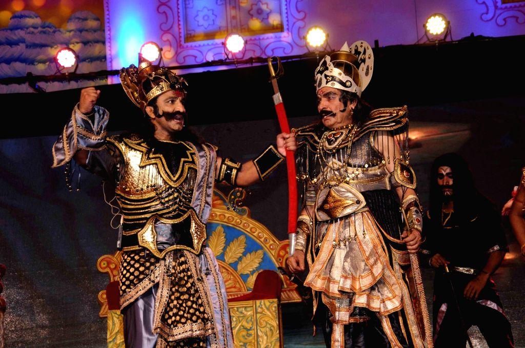 Asrani preforms during Luv Kush Ramlila in New Delhi on Oct 2, 2016.