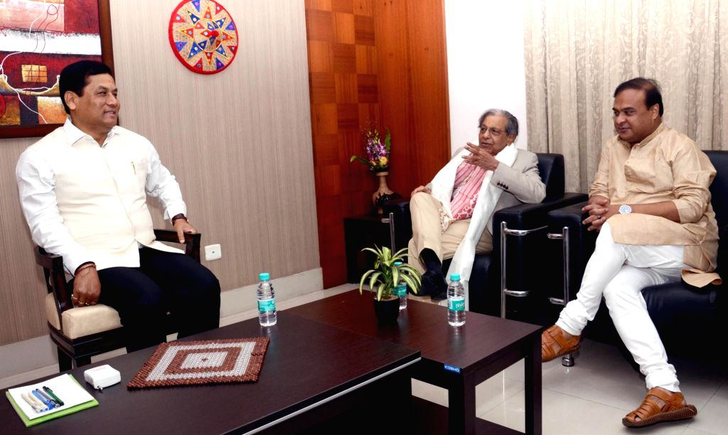 Assam Chief Minister Sarbananda Sonowal and Finance Minister Himanta Biswa Sarma meet 15th Finance Commission Chairman N.K. Singh, in Guwahati on June 3, 2019. - Sarbananda Sonowal and K. Singh