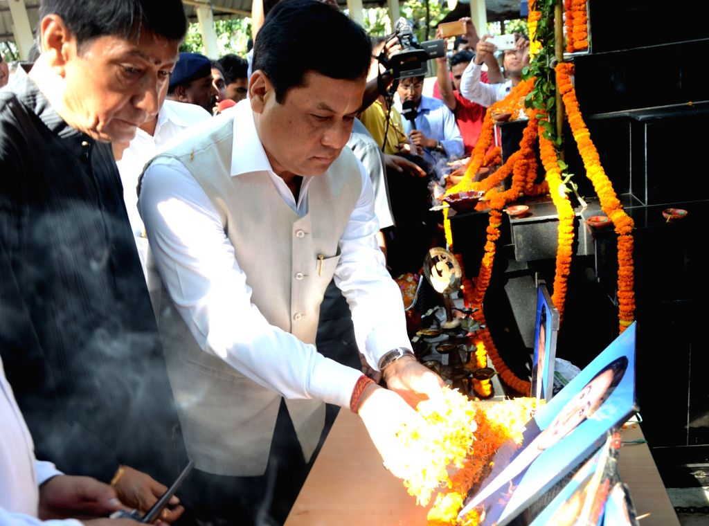 Assam Chief Minister Sarbananda Sonowal pays tribute to the victims of the October 30, 2008 serial bomb blast on its eight anniversary at CJM Court in Guwahati on Oct 30, 2016. - Sarbananda Sonowal