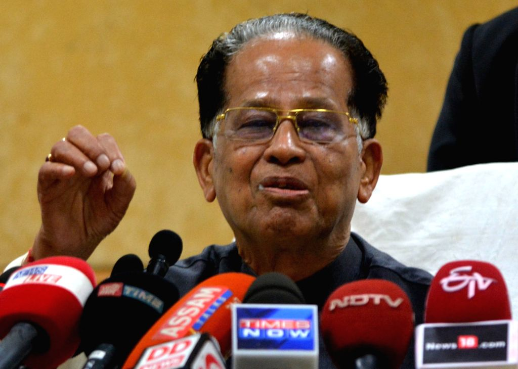 Assam Chief Minister Tarun Gogoi addresses a press conference in Guwahati, on Nov 23, 2015.