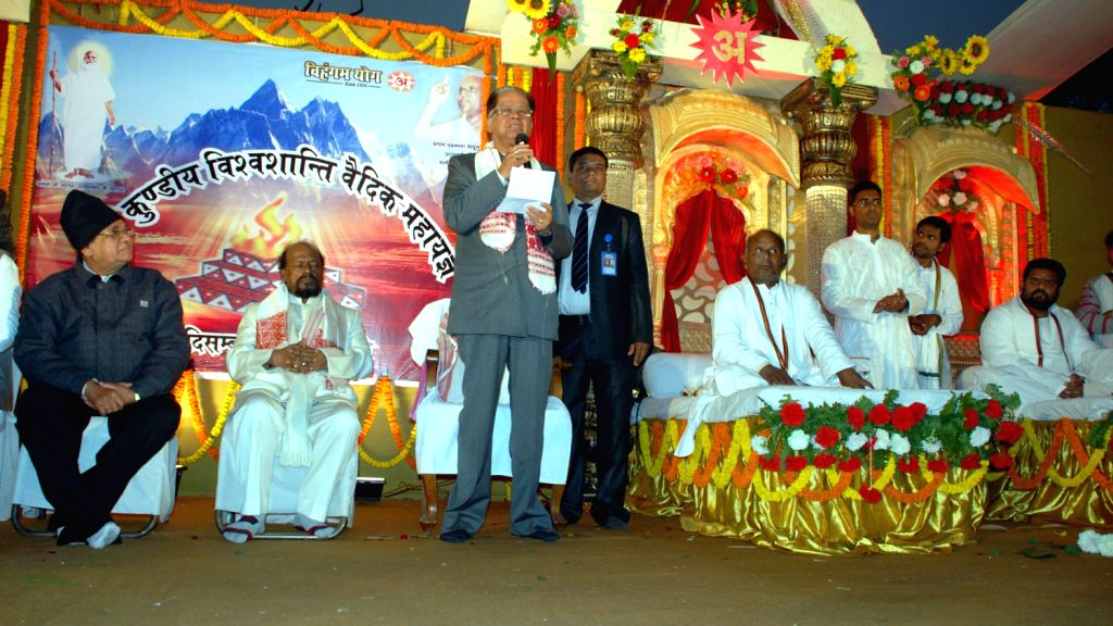 Assam Chief Minister Tarun Gogoi addresses at the 501 Kundiya Vishwa Shanti Vedik Mahayagya organised by Purbachal Brahmavidya Vihangam Yoga Sangsthan at Sonaram High School field in Guwahati on ...
